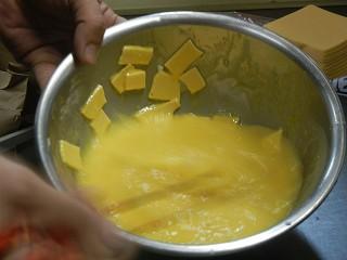 チーズオムレツ、まぜまぜ